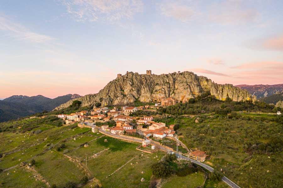 Cabañas-del-Castillo-geoparque