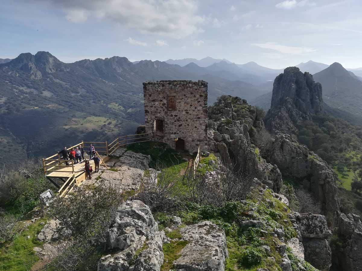 Castillo-de-Cabañas-del-Castillo-geoparque