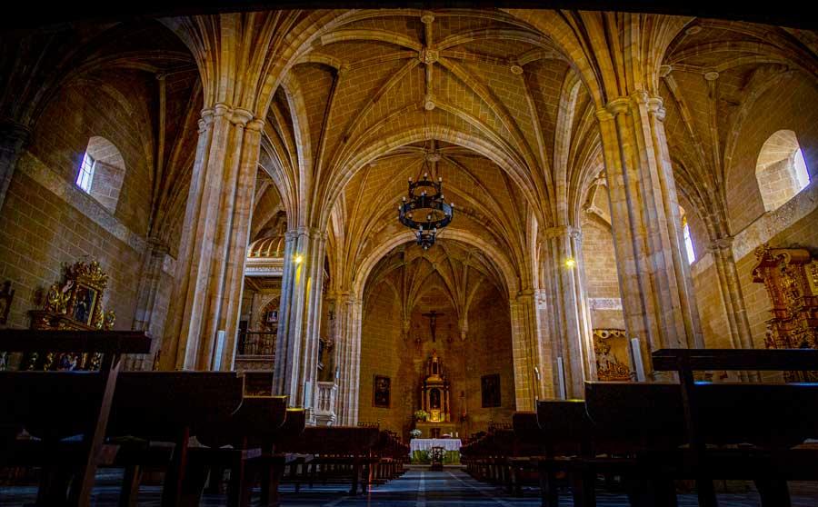 Iglesia-de-San-Juan-Bautista-Berzocana-geoparque