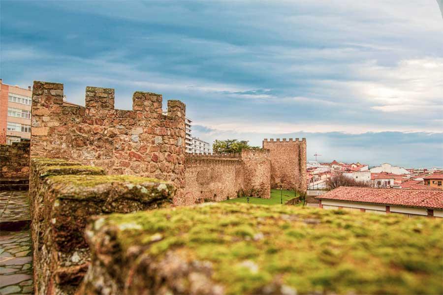 Muralla-y-Torre-Lucía_Plasencia