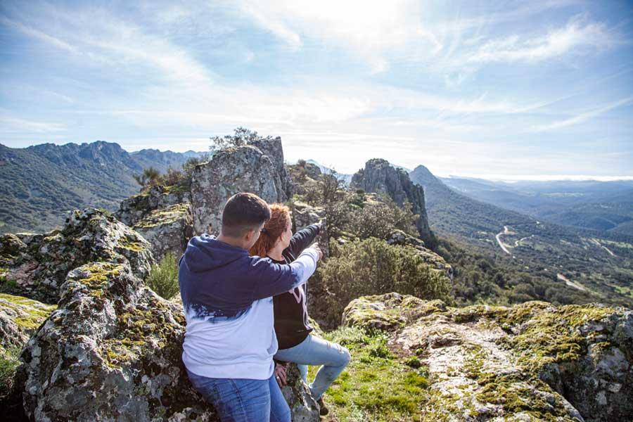 Sinclinar-de-Santa-Lucia-Cabañas-del-Castillo-geoparque