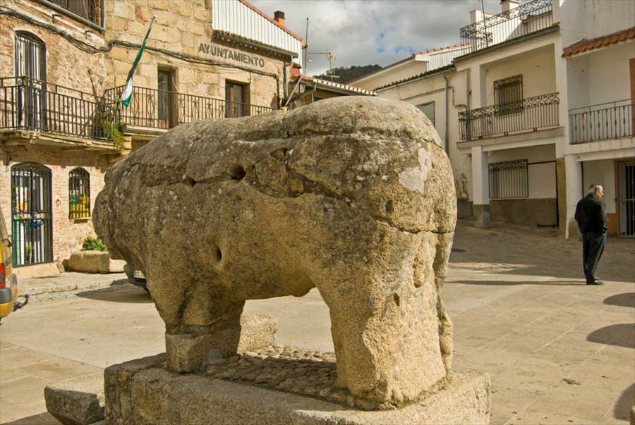 animal-de-piedra-en-segura-de-toro-valle-del-ambroz