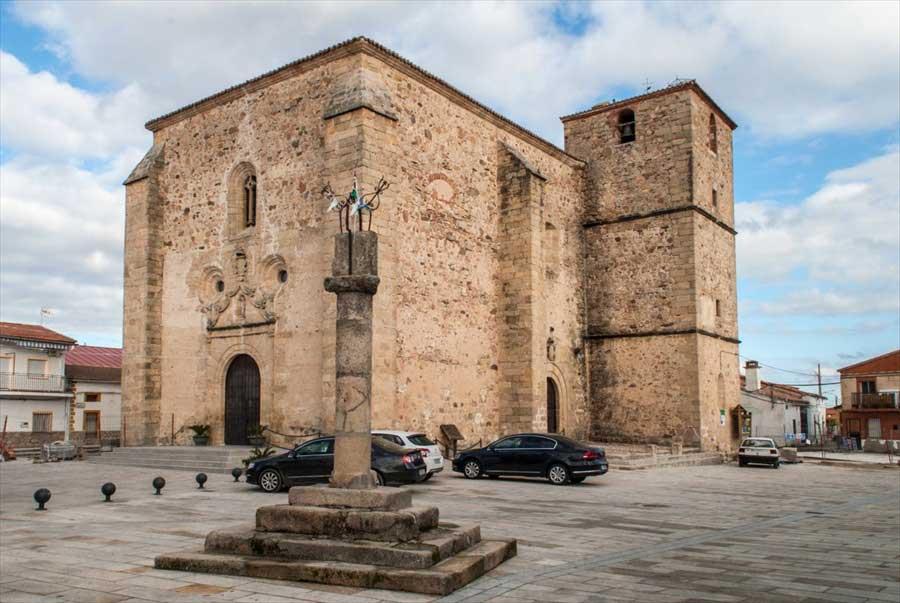 iglesia-san-juan-bautista-de-saucedilla-monfrague