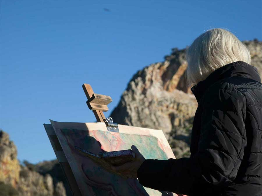 mujer-pintando-villuercas-ibores-jara