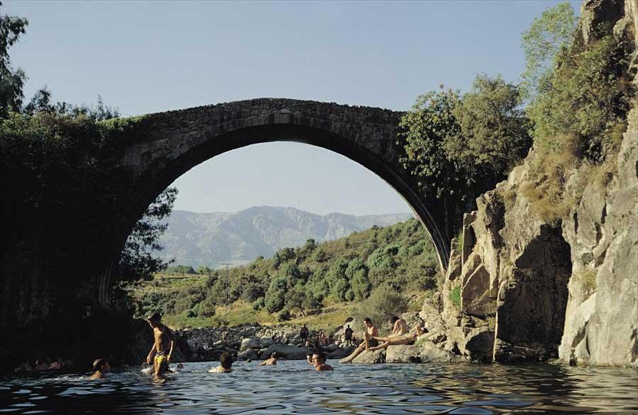 piscina-natural-en-jarandilla-de-la-vera-puente-parral